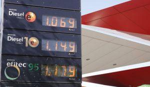 Adiós al diésel y la gasolina 95: se aproximan cambios en el etiquetado. / Juan Carlos Hidalgo (EFE)